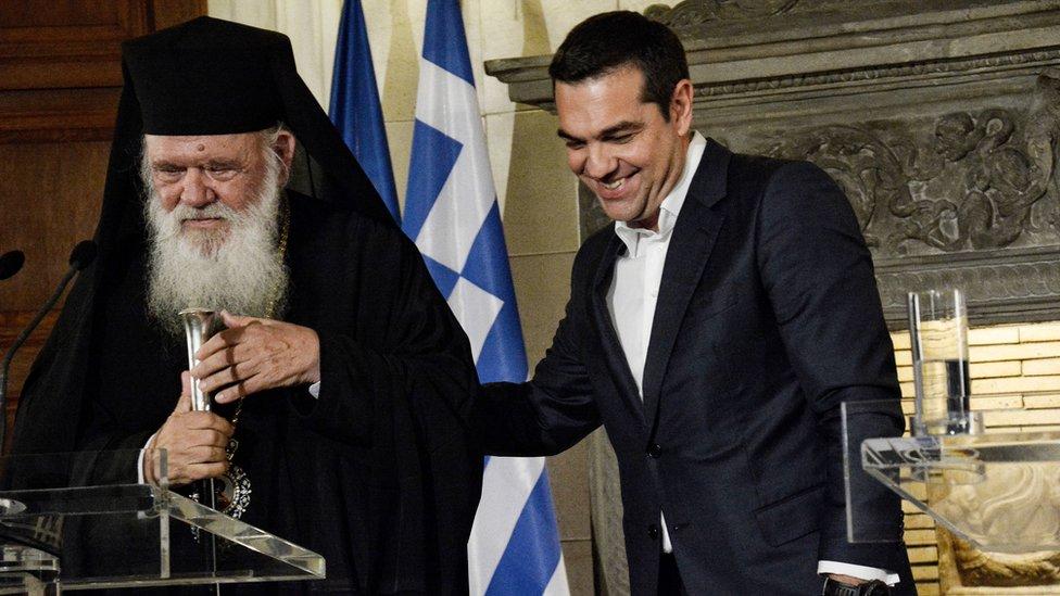 ДОГОВОР МЕЃУ ЦРКВАТА И ДРЖАВАТА: 10.000 свештеници во Грција нема да бидат државни службеници