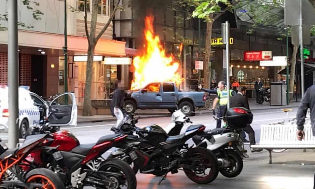 Хаос во Мелбурн: Еден загинат, тројца ранети во напад со нож (видео)