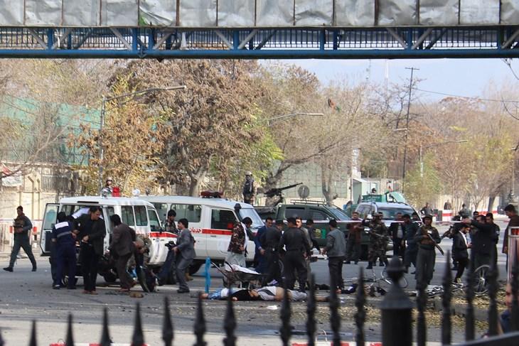 Најмалку 50 загинати и 70 ранети во самоубиствен напад во Кабул