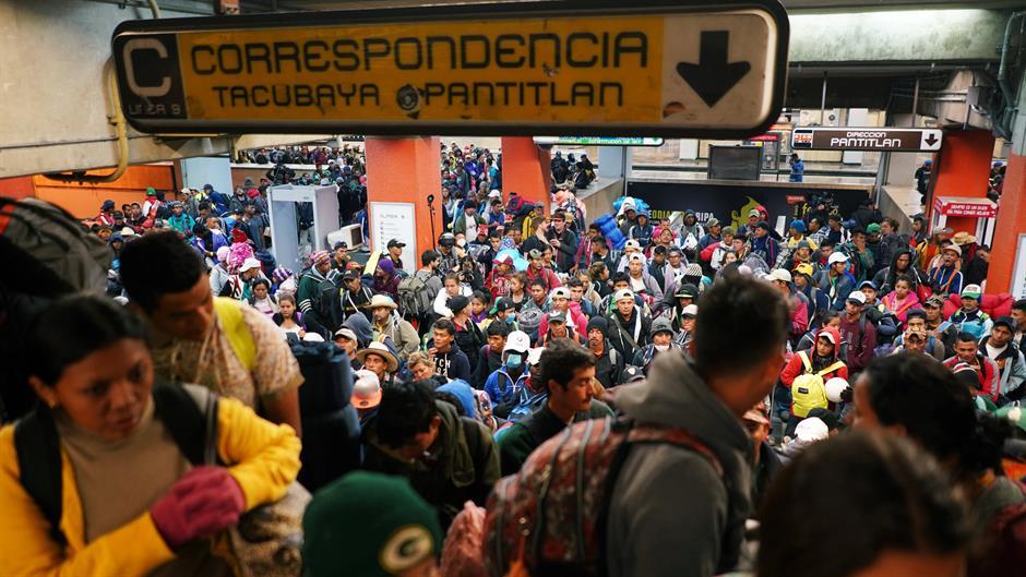 ДЕНЕСКА ОД СИДУАД МЕКСИКО: 5.000 мигранти во 5 возови со 1.000 полицајци тргнаа во подобар живот во САД