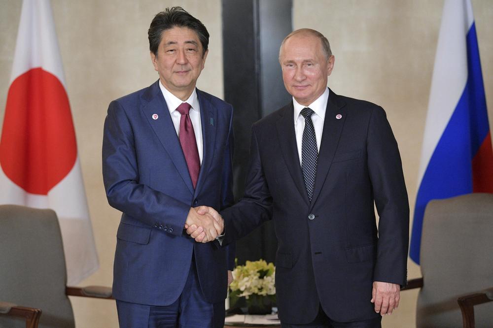 Средба Абе – Путин: Јапонија и Русија по 70 години ќе потпишат мировен договор