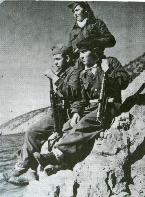 """На денешен ден: Во 1946 г. солунскиот весник """"Лаки Фони"""" објави список на околу 100 лица (претежно Македонци), протерани на егејските острови"""