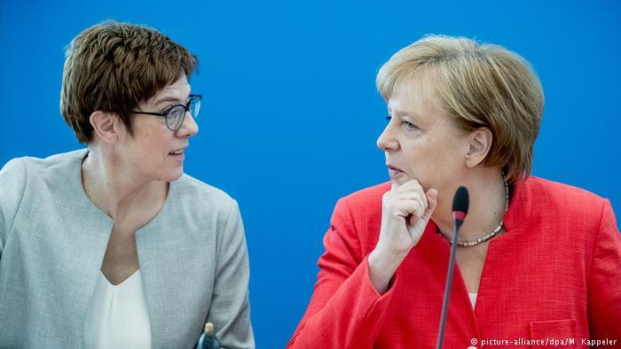 Германија: Можната наследничка на Меркел бара протерување на мигранти-криминалци