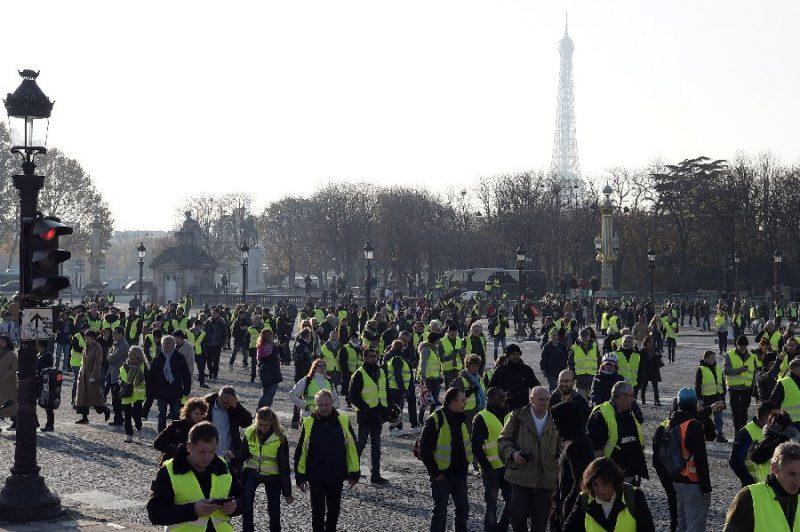 Блокади во Франција: Падна уште една жртва на протестите против даноците на Макрон