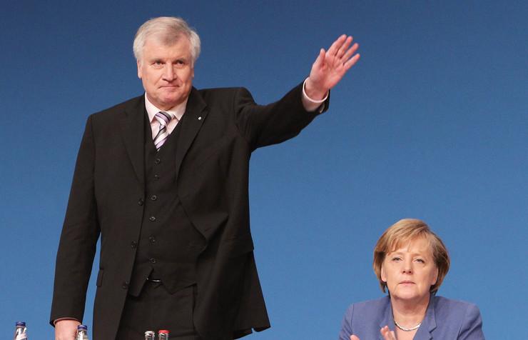 Зехофер: Меркел ќе ни недостасува