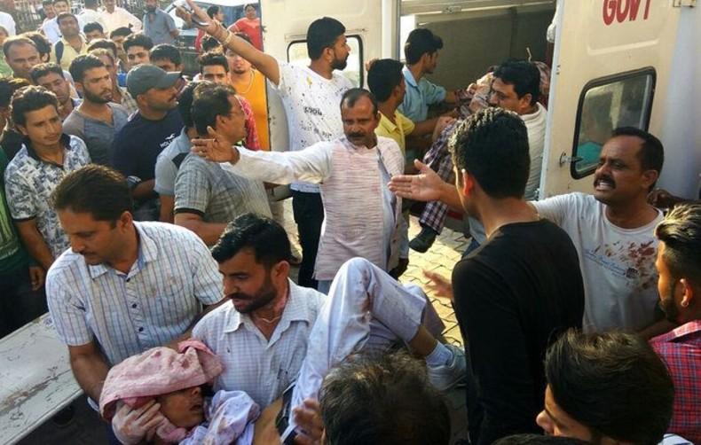Напад при молитва во Индија: Три лица загинаа, а 15 се повредени