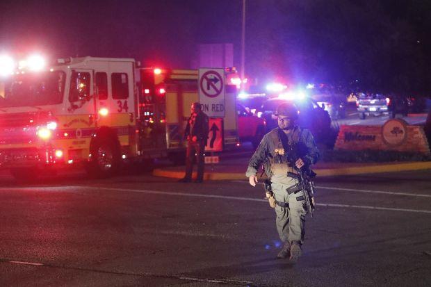 (видео и галерија) МАСАКР ВО САД: Најмалку 13 убиени во вооружен напад во кантри бар во Калифорнија