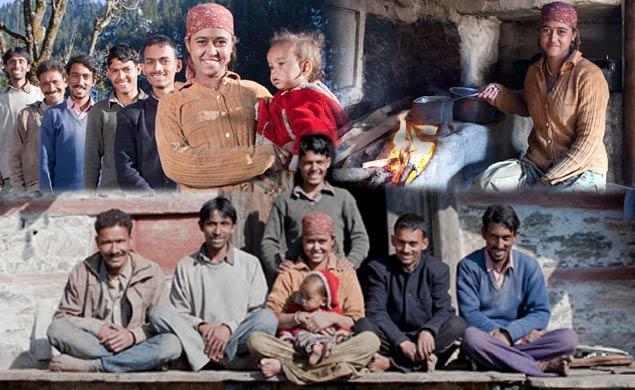 Индијка омажена за петмина браќа: Сите подеднакво ги сакам (ФОТО)