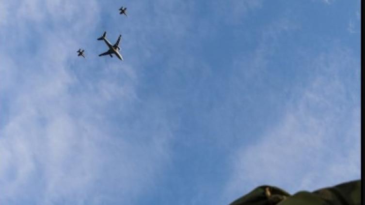 (ВИДЕО) Воени игри во Норвешка: Руска Мечка-Ф надлета над американски воен разурнувач
