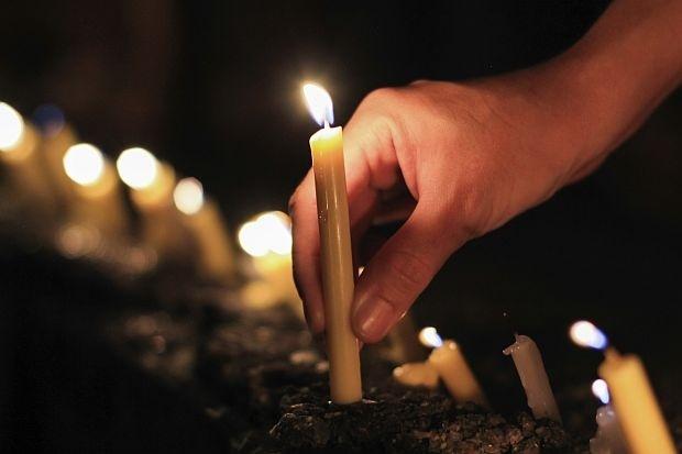 ДЕНЕСКА Е МИТРОВДЕНСКА ЗАДУШНИЦА: Верниците се молат за покој на душите на мртвите