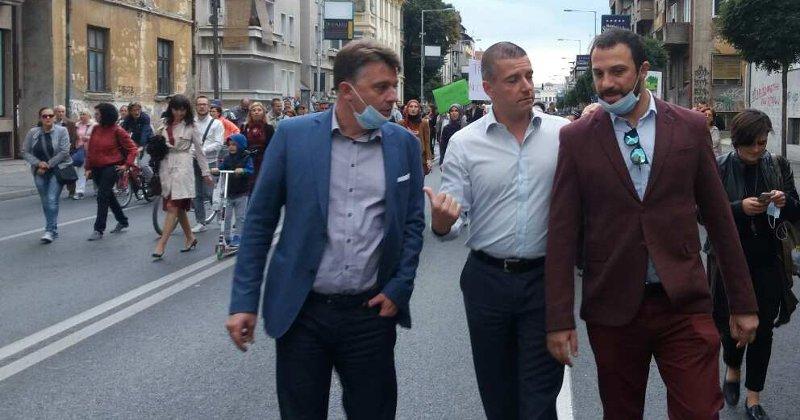 АЕРОЗАГАДУВАЊЕ: Шилегов и Макрадули открија дека со популизам нема чист ајро ни во Ајродром