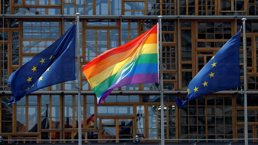 Швајцарија одлучува на референдум за истополови бракови