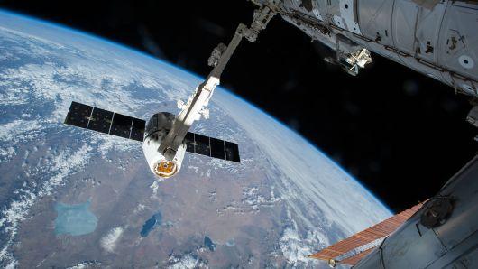 На Меѓународната вселенска станица испратена божикна мисирка