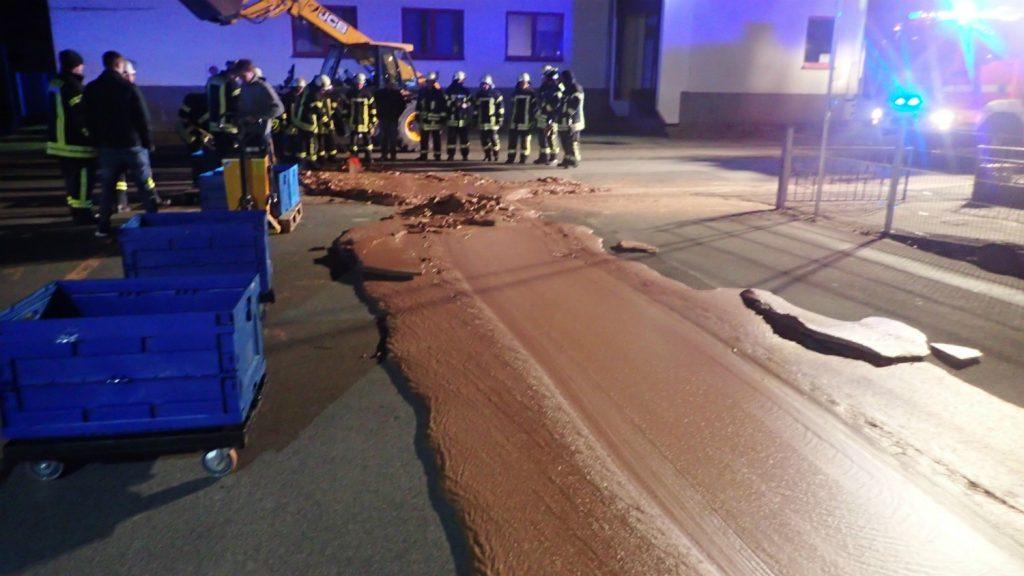 Необична несреќа – течно чоколадо преплавило улица