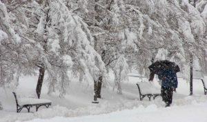 Циклонот Невен зема замав и носи снег
