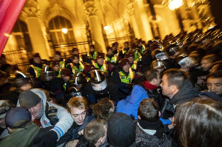 ПРОТЕСТИ ВО УНГАРИЈА: Платеници на Џорџ Сорос организираа пуч и демонстрираат против владата на премиерот Виктор Орбан