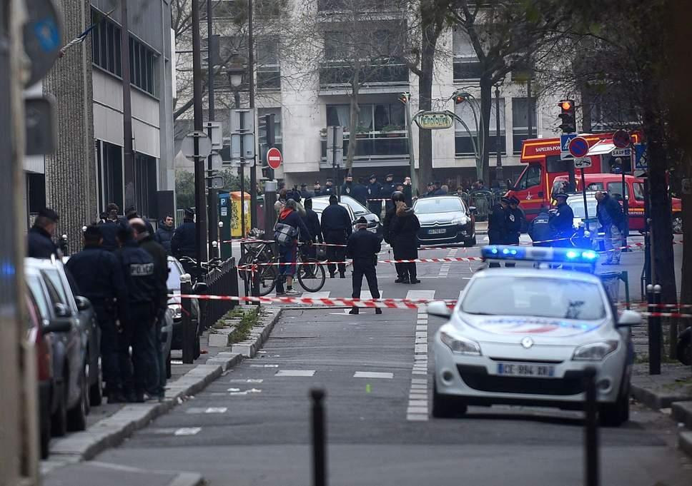 Париз: Обвинителството бара да им се суди на 14 лица за нападот на Шарли Ебдо во 2015-та