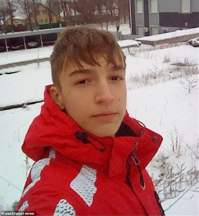 Богдан (15) полетал во смрт од 14 кат додека мајка му го бодрела