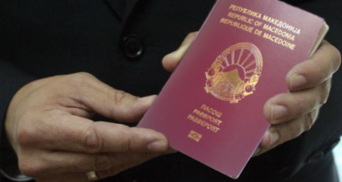 МАКЕДОНЦИ ЗАГЛАВЕНИ НИЗ СВЕТОТ: Во амбасадите не можат да извадат документи