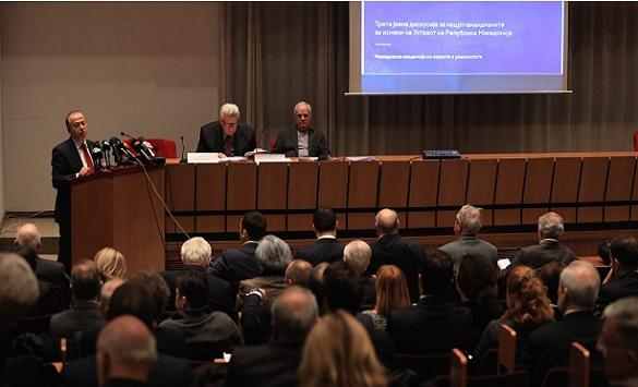 ДЕБАТА ВО МАНУ: Академиците и промоторите се намачија да најдат решение Северна да звучи уставно и без потпис на шефот на државата
