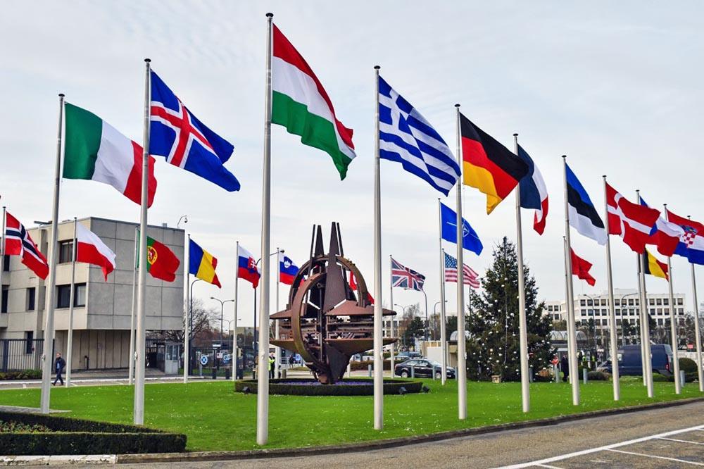 НАТО: Турција е предупредена за последиците од купувањето руски С-400