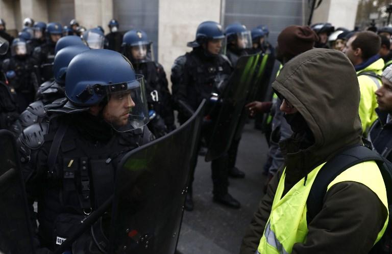 ОВА ВО МАКЕДОНИЈА НЕ Е МОЖНО: Француските војници на улица, ќе можат да пукаат врз жолтите елеци