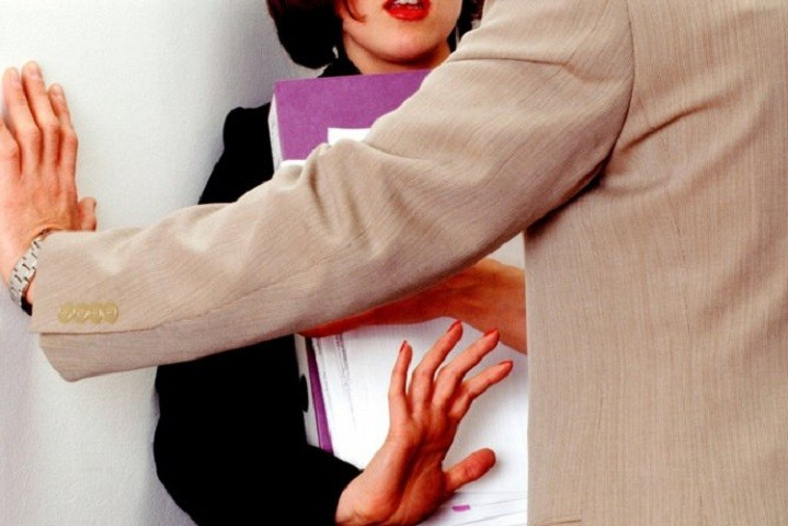НВО: Многу жени се сексуално вознемирувани на работа, а ретко покренуваат спор