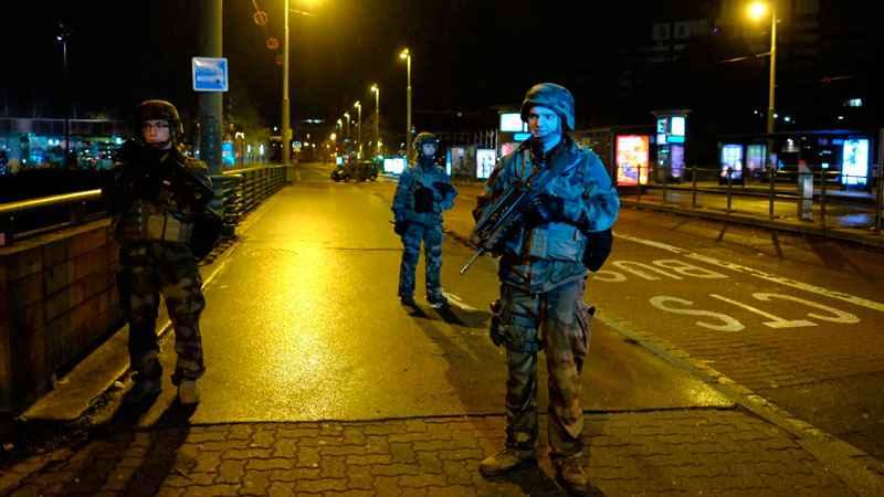 СТРАЗБУР: Француската полицијата трага по Шериф К. по синоќешниот напад во кој загинаа  3 лица, а 13 се повредени, од кои 8 потешко