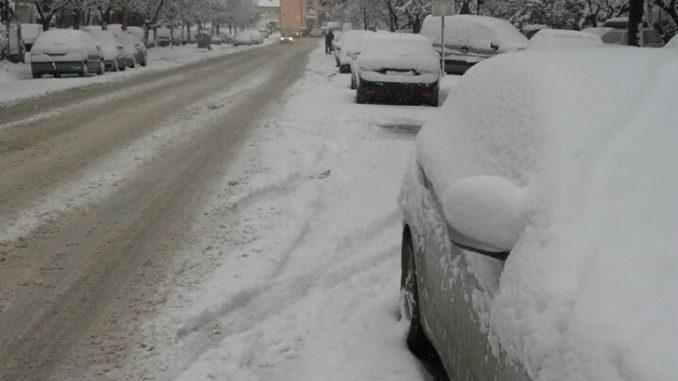 БИТОЛА: Наврна 15 см снег, се чистат улиците со приоритет