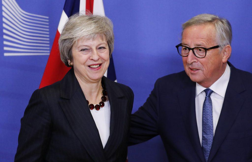 Јункер: Сакаме да и помогнеме на Меј, но нови преговори за Брегзит нема да има