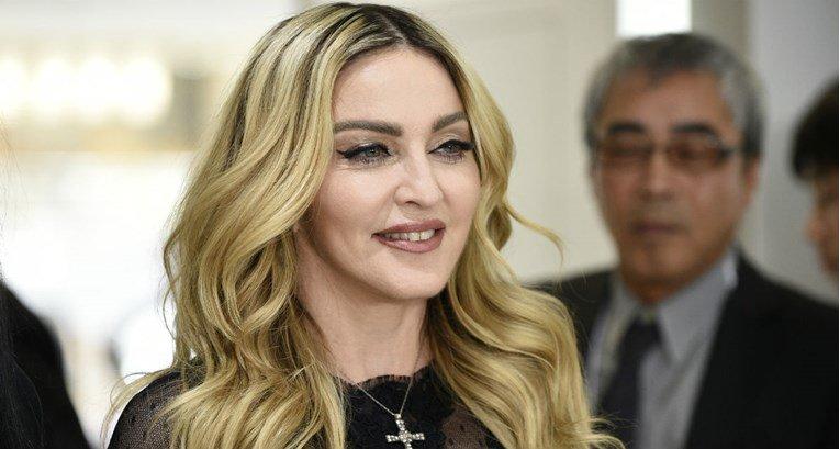 Мадона: Контролата на оружјето е новата американска вакцина