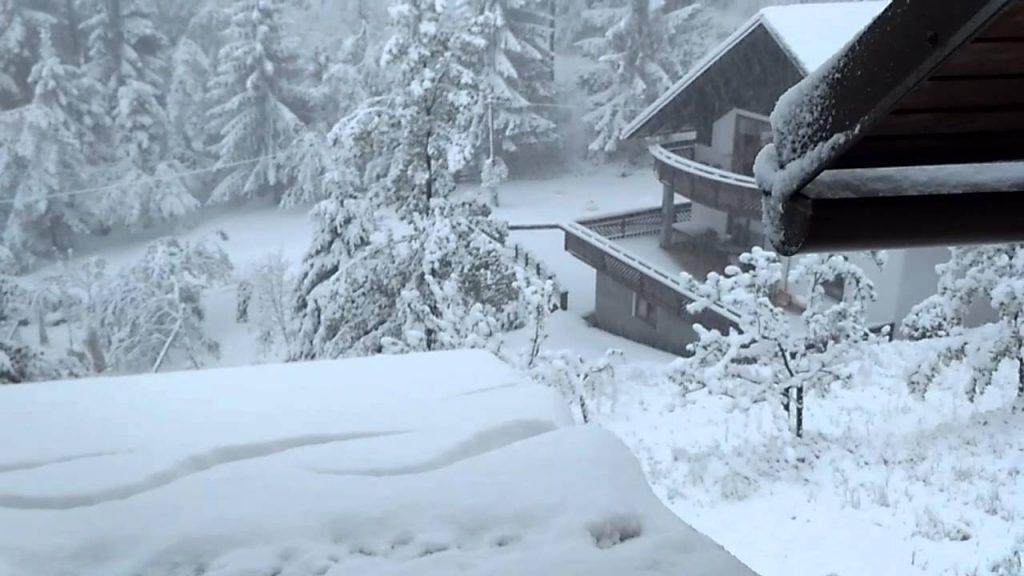 Слаб снег на Деве Баир и на Попова Шапка