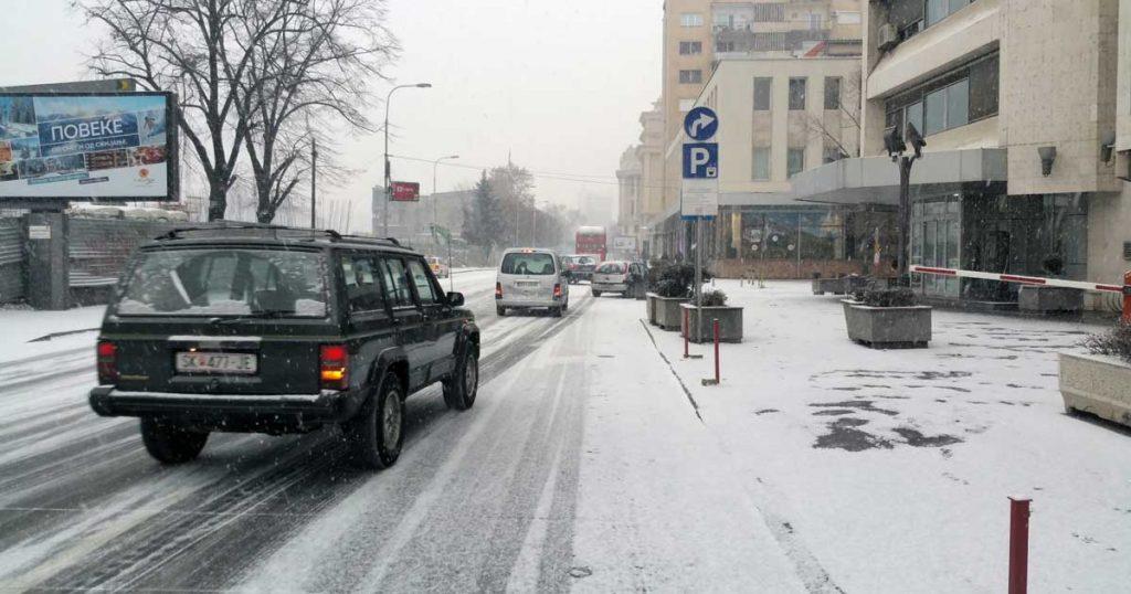 Скопје: Комунална хигиена соопшти дека и ноќва ќе го чисти снегот од улиците