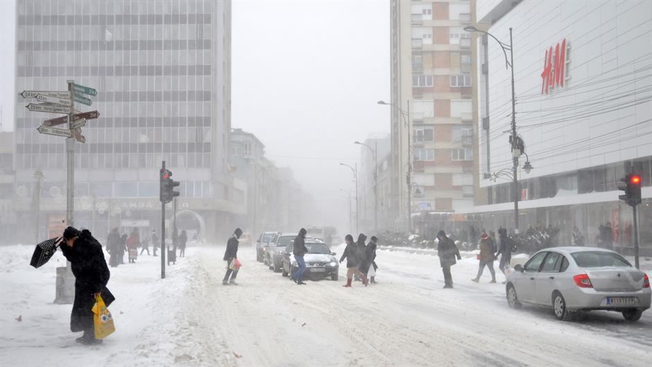 Балканот завеан во снег: Црвен метео во Србија, затворени патишта во Бугарија, Хрватска, Косово и БиХ