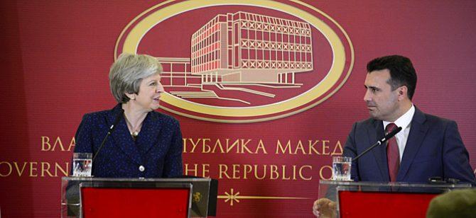 Лондон: Честитка од Тереза Меј за патот на Северна кон ЕУ