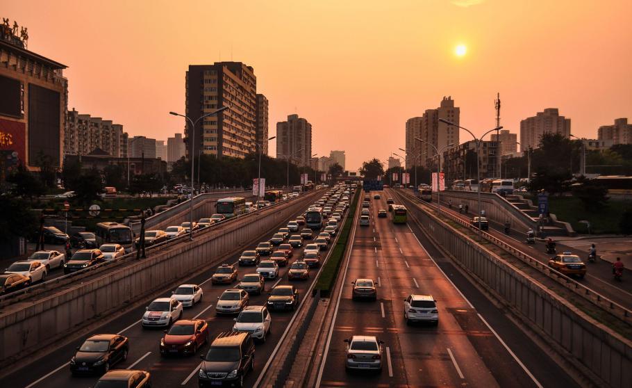 Бројот на автомобили во Кина достигна 201 милиони