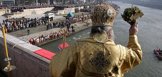 Подготовки за Водици: 45 пријавени за фаќање на крстот во Вардар во Скопје