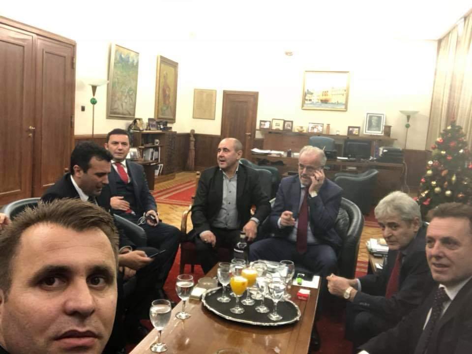 ПО СМЕНАТА НА УСТАВНОТО ИМЕ: Заев, Ахмети, Џафери и Османи заедно прославуваат за Северна