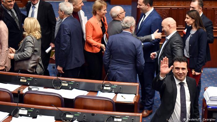 РЕАКЦИИ ЗА СЕВЕРНА: Смртни закани до грчки пратеници ако гласаат за договорот со Скопје