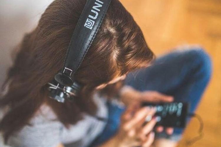 Стриминг сервисите бележат рекорди, купувањето албуми во пад