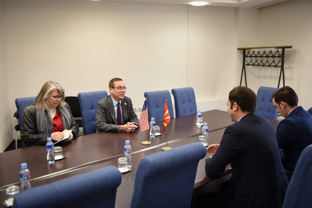 ОСМАНИ ДО АМБАСАДОРОТ БЕЈЛИ: Со вашите активности оставивте неизбришлива трага во Македонија