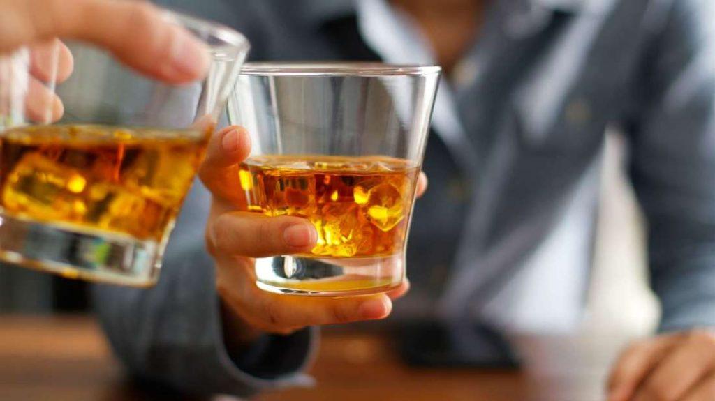АЛКОТЕСТОВИ ВО ТИКВЕШКО: Постарите се фрапирани од тоа колку многу пијат младите, а се опиваат и деца на 14 години