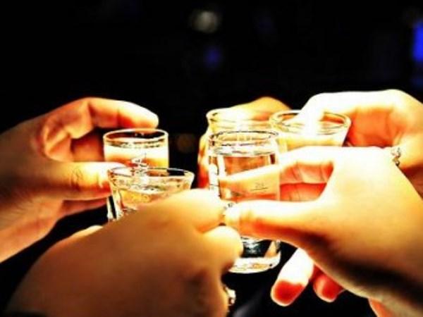 Расте пиењето алкохол во светот: Во Франција мажите пијат 19 литри, а жените 6 литри годишно