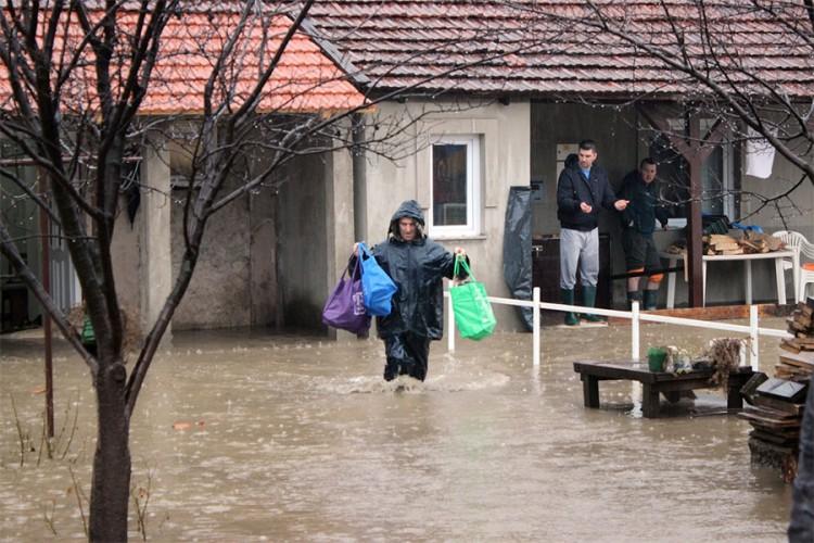 (видео) ПОПЛАВИ ВО БОСНА И ХЕРЦЕГОВИНА: Елементарна несреќа е прогласена во Зеница