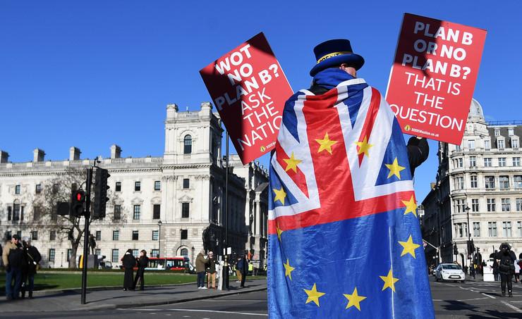 Брегзит: Петиција од 700.000 потписи го урна сајтот на британскиот Парламент