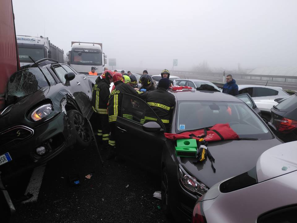 (видео) НА АВТОПАТ КАЈ ВЕРОНА: Еден загинат и 37 повредени во верижен судар на 80 возила