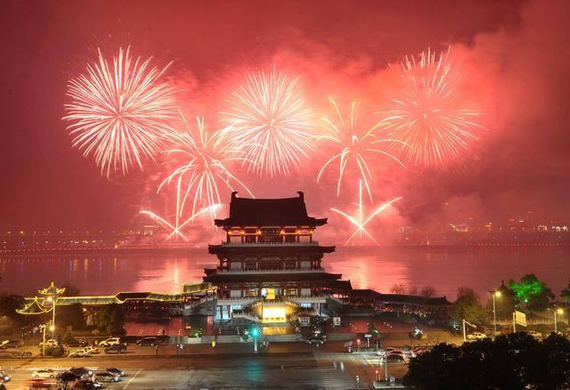 Кина: За Лунарната нова година приход од 76,2 милијарди долари
