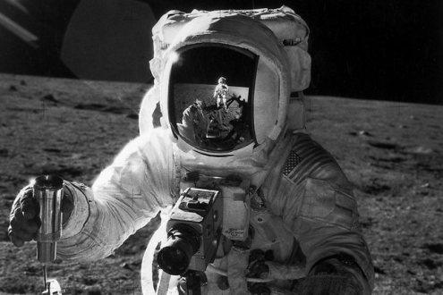"""На денешен ден: Во 1971 г. американските космонаути од вселенскиот брод """"Аполо 14"""" се спуштиле на површината на Месечината"""