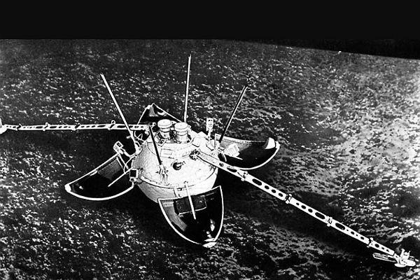 """На денешен ден:Во 1966 г. на Месечината се спуштило првото летало лансирано од Земјата, советскиот вселенски брод без екипаж """"Луна IX"""""""