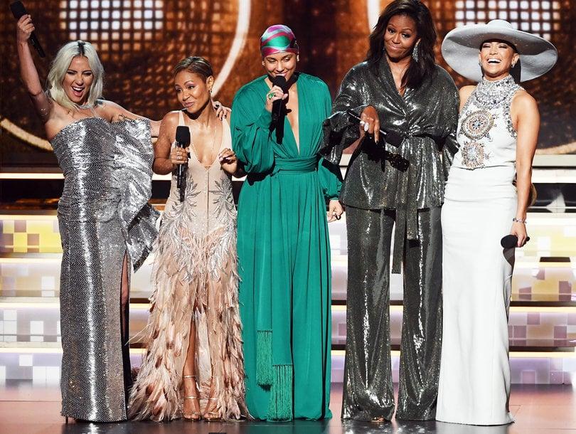 (ВИДЕО) Изненадување на Греми: Мишел Обама неочекувано се појави за да ја прослави музиката со Алиша Кис, Џеј Ло, Лејди Гага и Џејда Смит